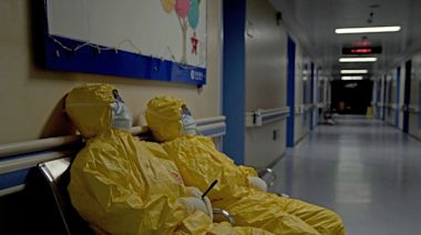 Review: '76 Days' takes an emotional look inside Wuhan hospitals during the COVID-19 lockdown