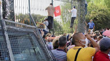 突尼斯政局動盪加劇 防長司法部長被革職