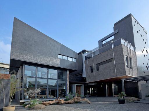280坪健康透天豪宅!結合大量原木、清水模、生態「從設計窺見原生之美」