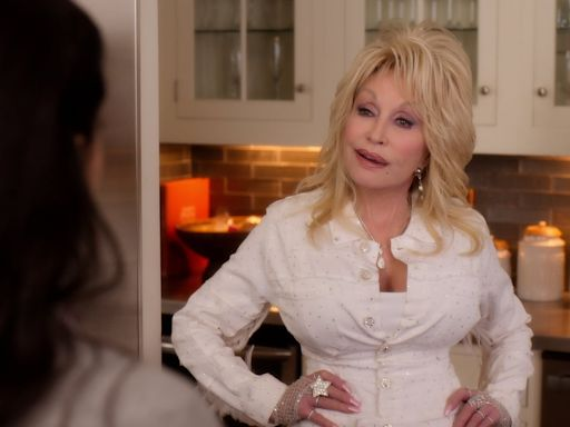 """Dolly Parton's Christmas On The Square Has Holiday Sparkle, High Fashion & That """"Dolly Charm"""""""