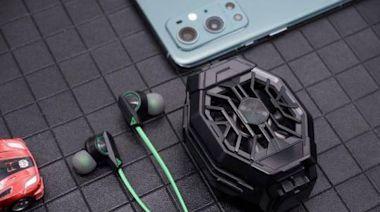 一個散熱背夾+一個圈鐵耳機=完美手游體驗