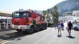 Capri, incidente a Marina Grande: il minibus resta incastrato nella scarpata