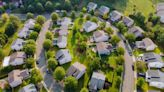 Refinancing a mortgage now could save a homeowner $293 a month, new data says