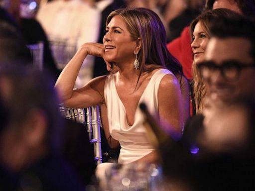 Jennifer Aniston reveals hilarious texts following David Schwimmer dating rumors