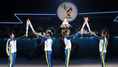 全運會新北開幕 盧彥勳、羅嘉翎攜手虛擬「新北女神」點聖火