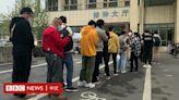 中國義烏數百市民排隊「搶注」新冠疫苗