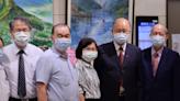 葉盛茂、鍾榮吉、徐佳菁現身書田診所 他們都是為了屏東鄉親的畫展而來