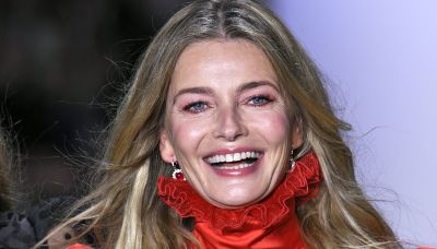 Paulina Porizkova, 56, hilariously covers up with masks in topless photo