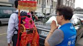 揹起媽祖為台灣祈福 鄭正鈐抨擊蔡政府讓國人憤怒與傷心