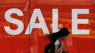 Canada November retail sales down 0.9 percent on gas, autos