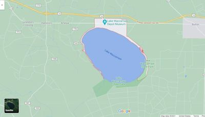 Dad dies after jumping in NC lake to give son, friend his life jacket, officials say