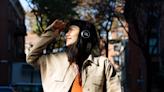 JBL 將推出太陽能充電無線耳機,不怕沒電甚至可無線播放