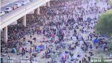 德州大橋下滯留超過萬名非法移民!拜登面臨人道挑戰 德利奧市宣布緊急狀態