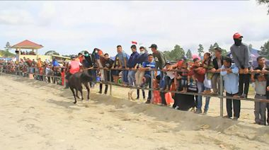 Teens jockey in Indonesia's traditional horse racing