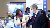 台灣國際醫療展閉幕 紡織廠跨界布局醫護商機 - 自由財經