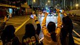 香港228記者手記:他們躲在後巷橋底,待囚車開近才衝出來喊叫|端傳媒 Initium Media