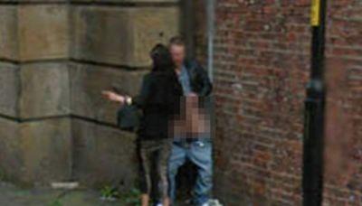 Google街景驚見「路邊做半套」!他褲脫一半入鏡 女郎遮不住巨根