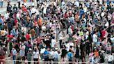 37萬外傭強制驗 續約強制打針 團體轟標籤播毒歧視 羅致光:可選唔喺香港做嘢