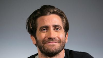 Jake Gyllenhaal says he was 'being sarcastic' in response to bathing question