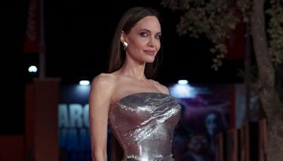 Angelina Jolie's Hair Extension Fail Is Going Viral & Here's What the Pros Think