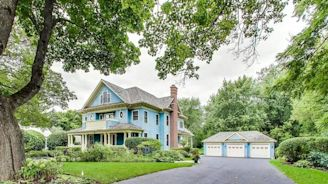 Blue Beauty Set On 1 Acre In Libertyville