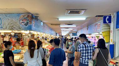 桃園竹圍漁港降級首周日爆人潮 排隊採購戶外遊客逾4成