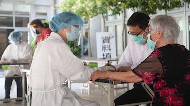 台灣疫情|88歲老婦排隊2小時打疫苗 回家食糭不慎噎到身亡