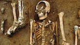黑死病14世紀橫掃歐洲 英修道院挖出48名成人孩童遺骸