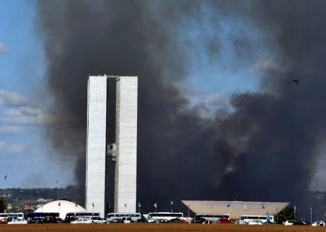 Os ataques violentos dos petralhas em Brasília em resposta a Lava Jato e Sérgio Moro mostra que o comunismo está mais forte do que nunca?