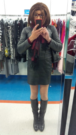 Which shade of pantyhose looks more sexier with this outfit? Nude or black?