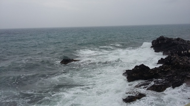 """Saluti dal """"mio""""mare bagnato dalla pioggia.....peccato era appena asciugato,no?"""