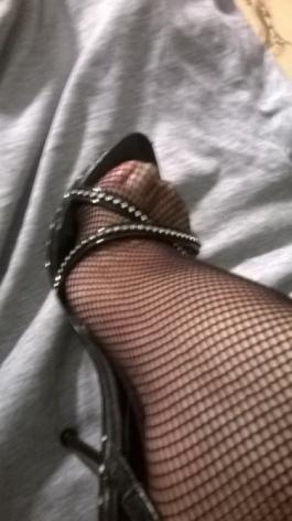 ¿Que tal se llevan las medias de red con unas sandalias de tacón, combinan, gracias?