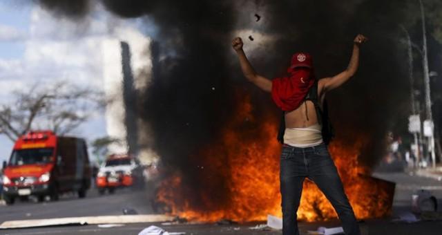 Por que os protestos dos petistas são tão violentos?