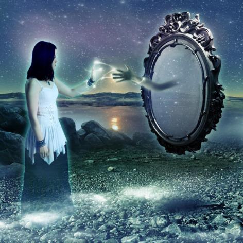 ¿Oye tú: quién es ese que te habla desde el espejo?
