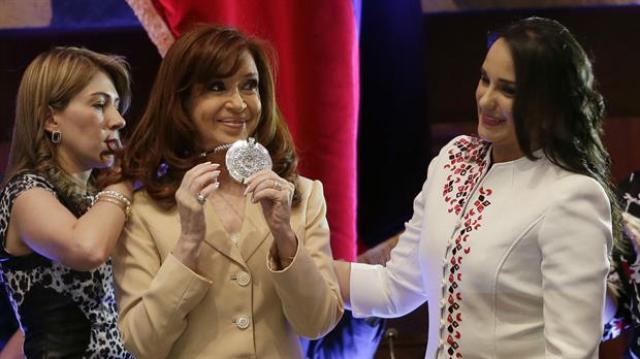 ¿Qué opinas que Cristina Kirchner fue condecorada en Ecuador el día de hoy?