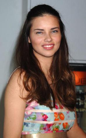 è bella secondo voi Adriana Lima?