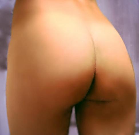 ¿Que les parece mi cola? Les gusta? Es linda? Quiero empezar a subir fotos mias desnuda pero necesito saber si a la gente le gustaria verlas!?