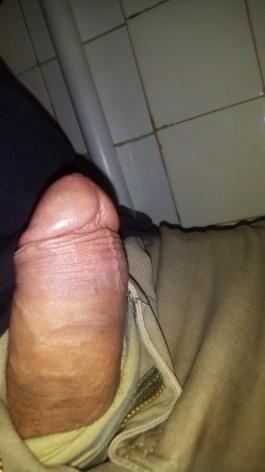 """Tenho 21 anos,e sofro preconceito por ter um pênis pequeno.""""Ele """" não evoluiu no comprimento(veja foto),consegue satisfazer alguém??"""