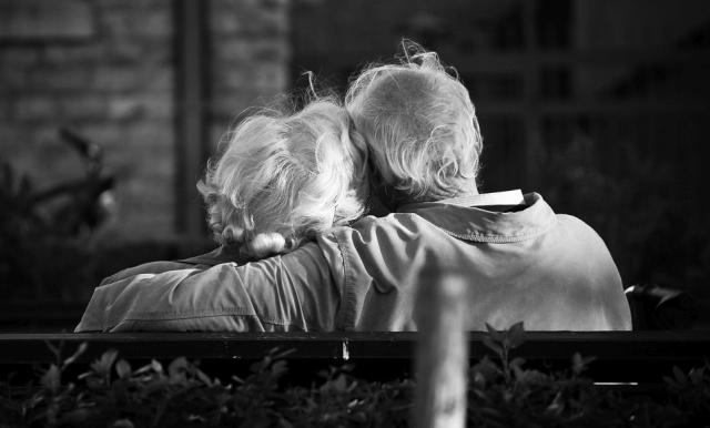 Könnten aus Internetbekanntschaften echte Familien entstehen...bis dass der Tod sie scheidet?