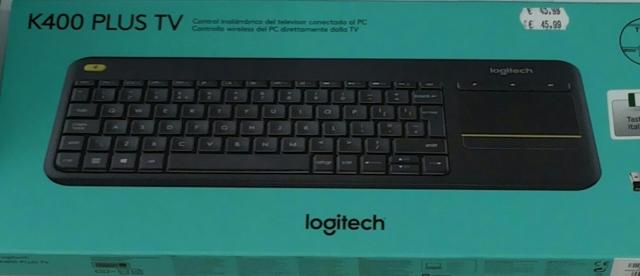 Qualcuno per favore sa dirmi perchè questa tastiera logitech k400 plus si trova nei negozi in due diverse confezioni se è lo stesso modello?