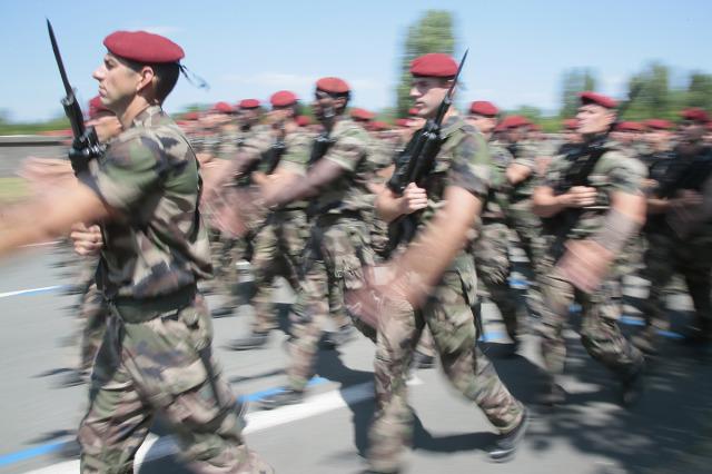 Faut-il supprimer le défilé militaire du 14 juillet ?