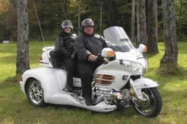 Est-ce que le fait qu'il y a toujours des chutes lors des GP motos est la preuve que les motos sont dangereuses?