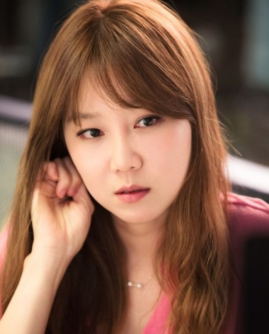 """Western Beauty Ideals - Would you consider this Korean actress for """"old looking"""" or ugly?"""