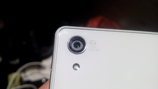 How to remove water vapour from my phone lens?
