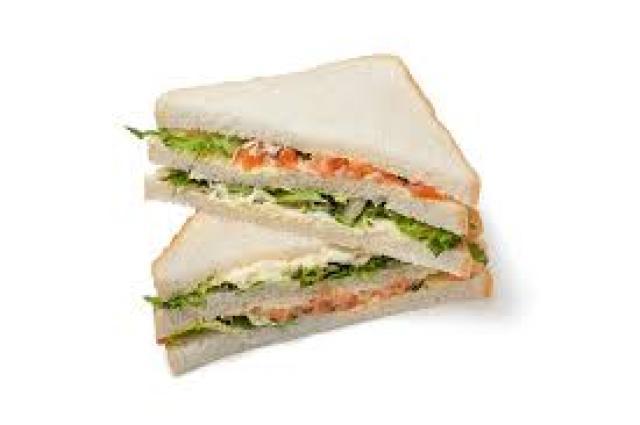 ¿Un sandwich siempre sabe mejor cuando está partido por la mitad?