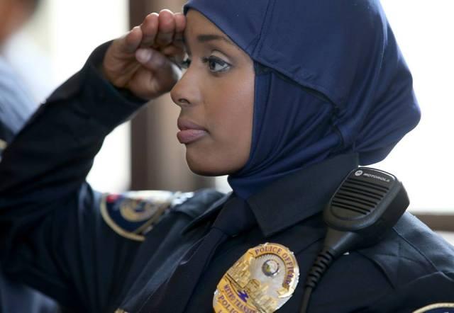 Kadra Mohamed, première femme policière en Hijab aux USA... Voulez-vous la même chose en France ?