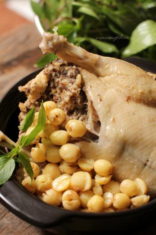 Các mẹ nào biết nấu gà hầm hạt sen ngon bổ dưỡng không ạ. Hướng dẫn em bí quyết nấu ngon và tiện lợi nhất nha. Tks mọi người.?