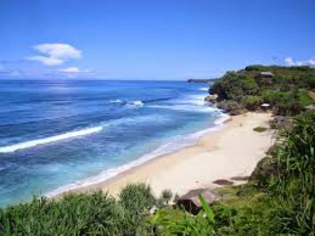 Aktivitas apa yang akan kamu lakukan saat menemukan sebuah pantai yang sangat sepi,alami, berpasir putih, jauh dari keramaian?