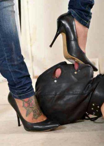 ¿Lamerias la suela del zapato de una mujer?
