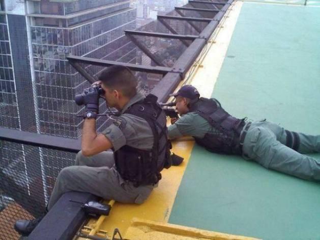 ¿Asi es como la Guardia Nacional Bolivariana asesina a escondidas con francotiradores a los Venezolanos?